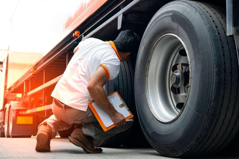 Mantenimiento de camiones: 3 consejos para mantenerlo seguro